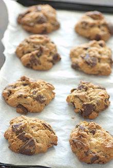 220px-Chocolate_chip_cookies_on_parchment_paper,_August_2009